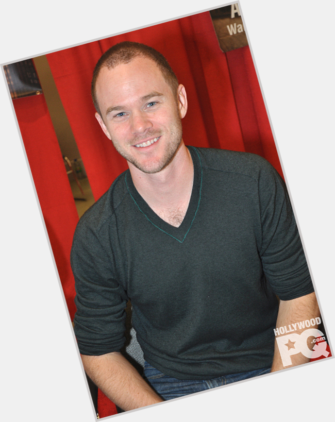 Aaron Ashmore exclusive hot pic 8.jpg