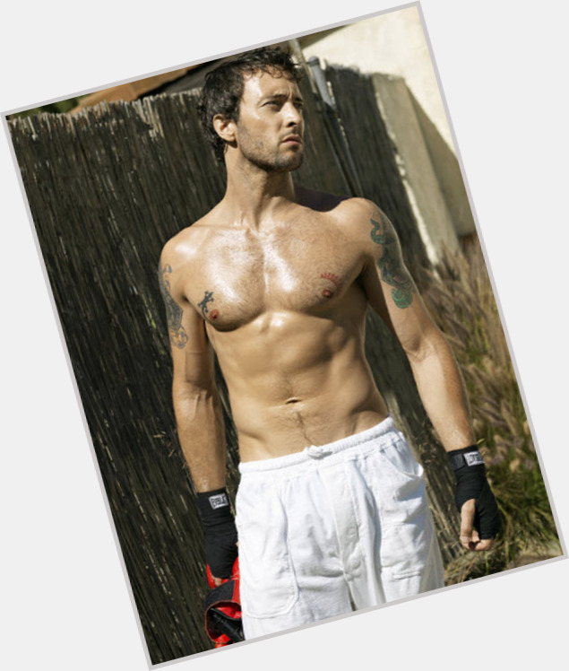 Alex O Loughlin body 3.jpg