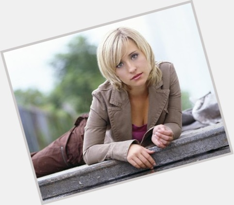 Allison Mack exclusive 4.jpg
