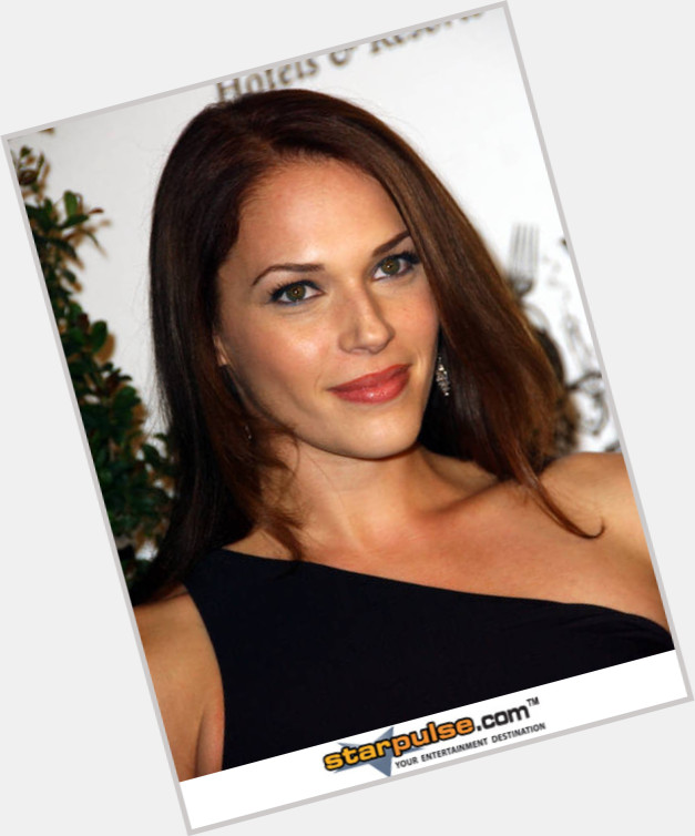 Amanda Righetti exclusive 1.jpg
