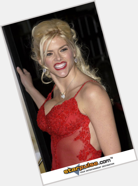 Anna Nicole Smith full body 7.jpg