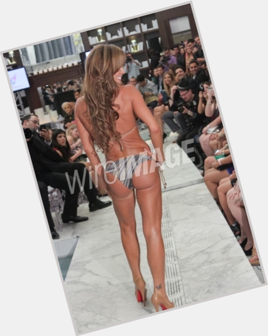 Aylin Mujica exclusive hot pic 8.jpg