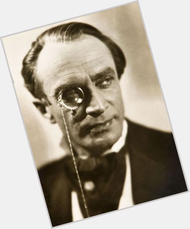 Conrad Veidt full body 3.jpg