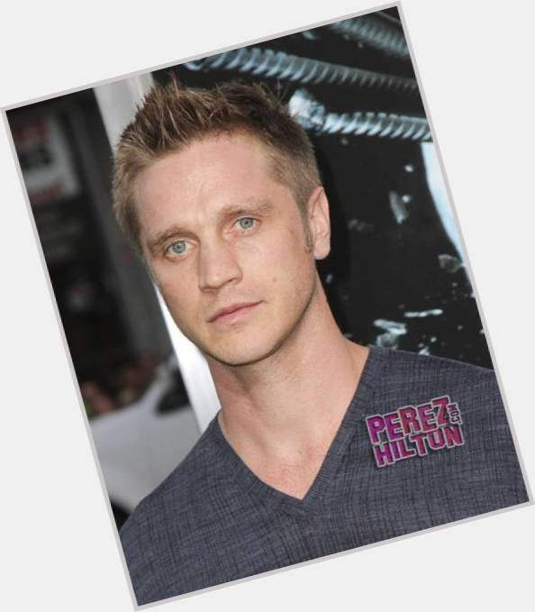 Devon Sawa body 1.jpg