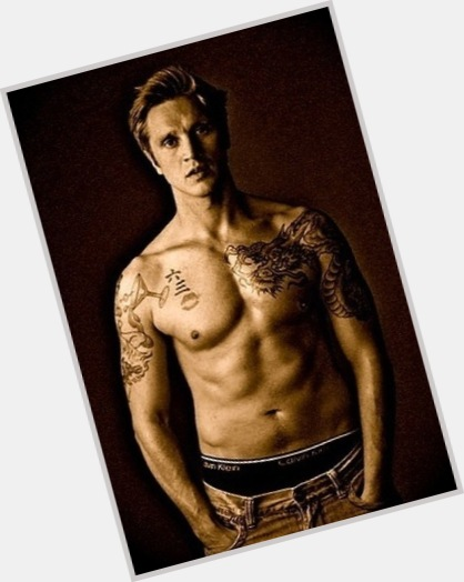 Devon Sawa full body 11.jpg