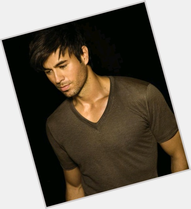 Enrique Iglesias full body 1.jpg
