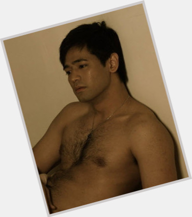 Hayden Kho full body 3.jpg