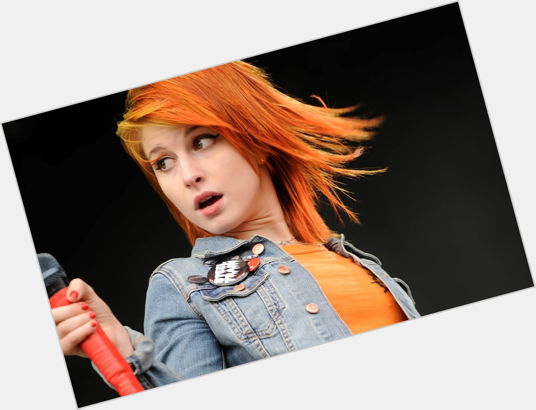 Hayley Williams full body 8.jpg