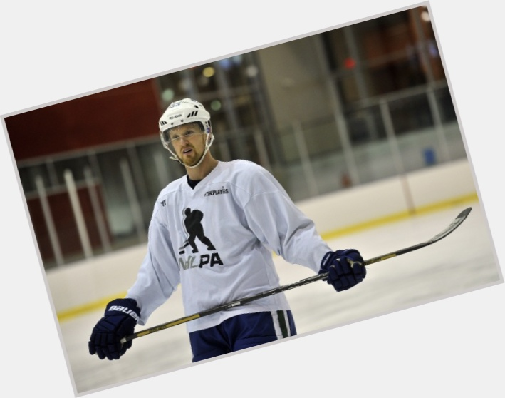 Henrik Sedin exclusive hot pic 8.jpg