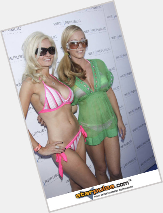 Holly Madison body 4.jpg