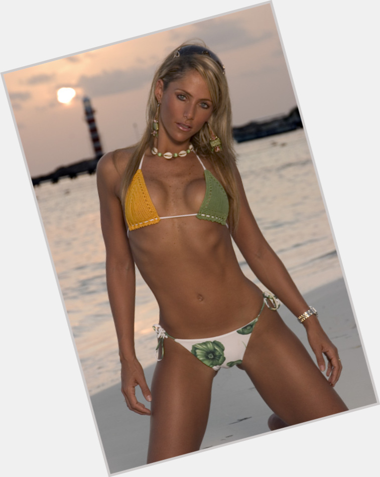 Ines Sainz full body 3.jpg