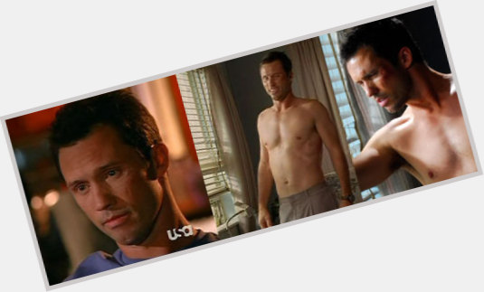 Jeffrey Donovan full body 3.jpg
