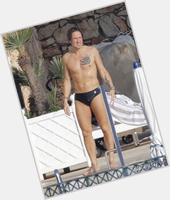 Keith Urban body 7.jpg