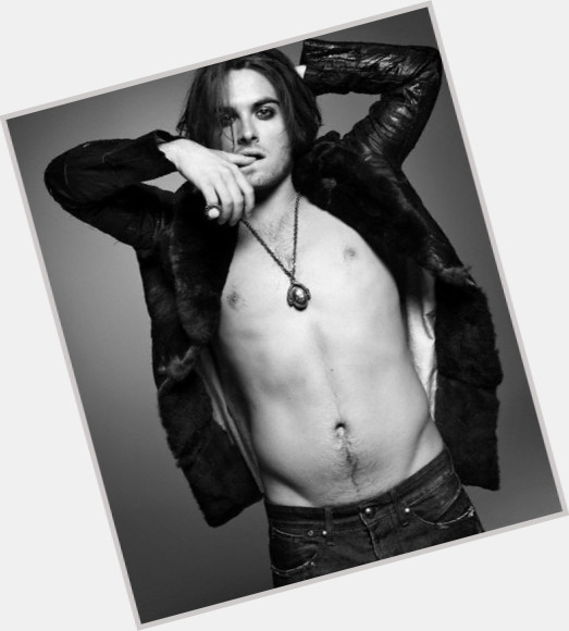 Kevin Zegers full body 2.jpg