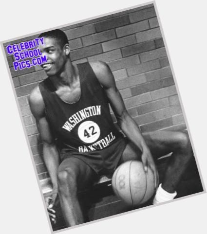 Latrell Sprewell full body 8.jpg