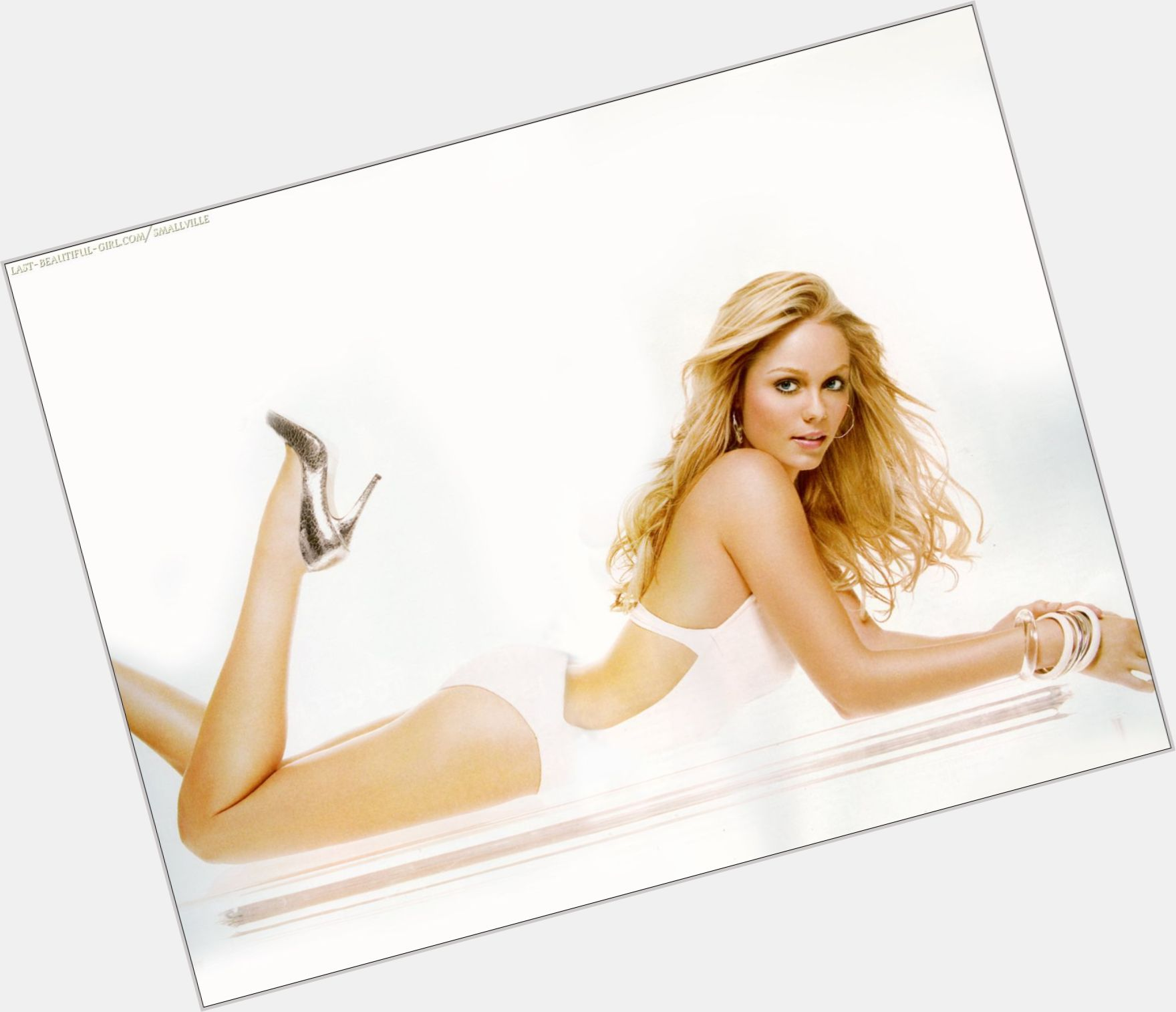 Laura Vandervoort full body 1.jpg