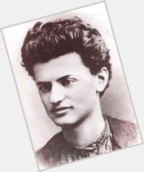 Leon Trotsky full body 3.jpg