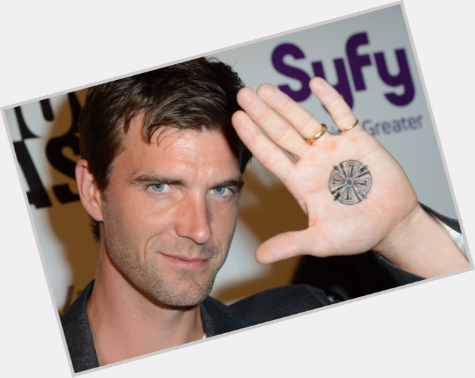 Lucas Bryant dating 3.jpg