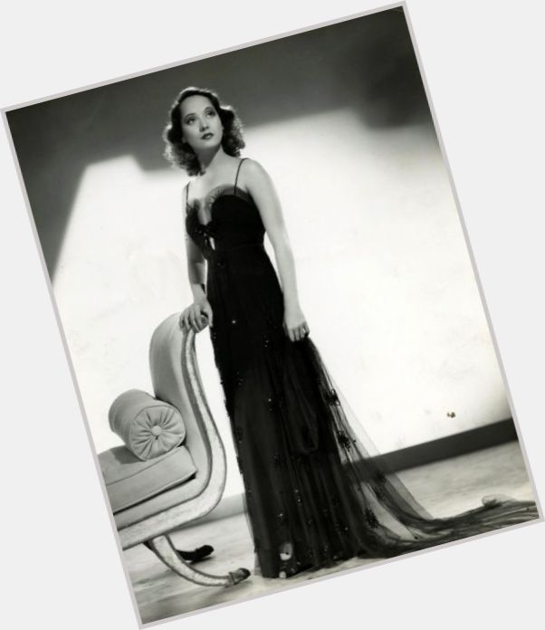 Merle Oberon full body 5.jpg