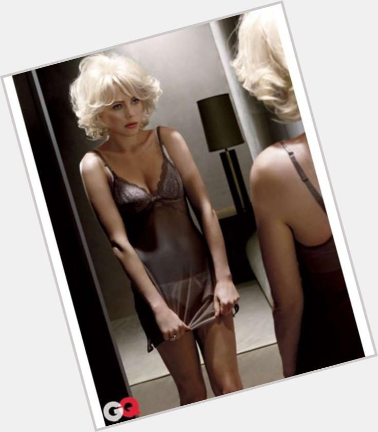 Michelle Williams full body 11.jpg