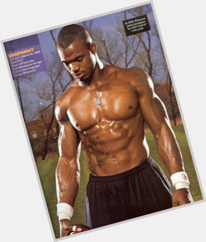Osi Umenyiora exclusive hot pic 5.jpg