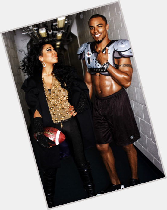 Osi Umenyiora exclusive hot pic 7.jpg