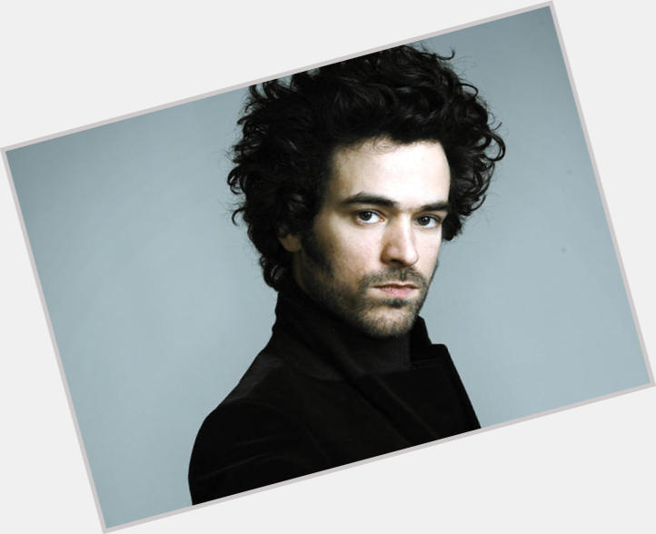 Romain Duris full body 10.jpg
