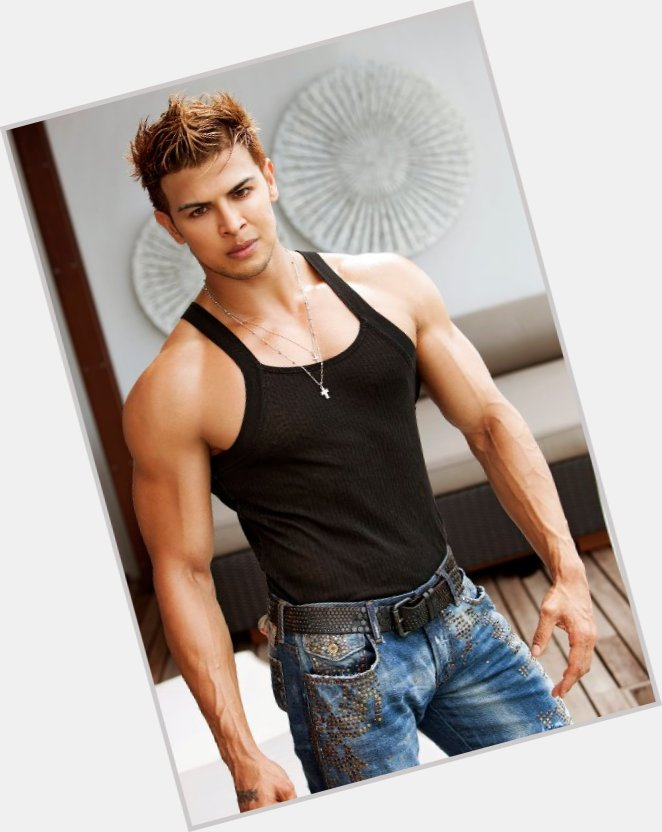 Sahil Khan dating 4.jpg