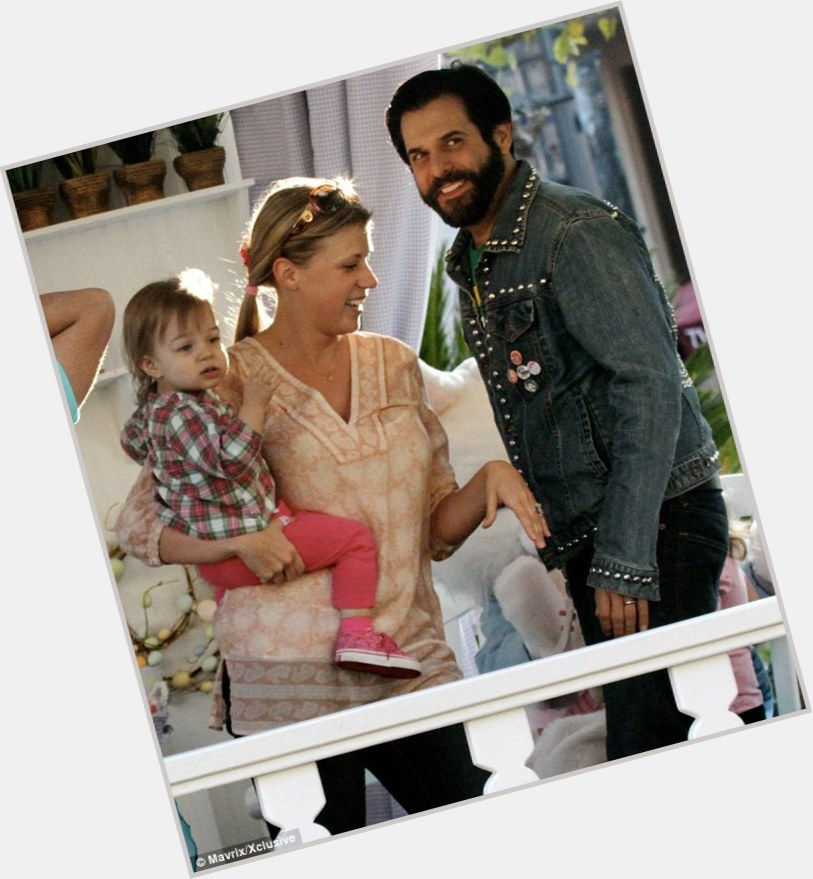 holguin asian singles Jodie sweetin sweetin at wizard  shaun holguin (m  through friends, and they started dating in may 2007 they were married in las vegas, nevada on july 14,.