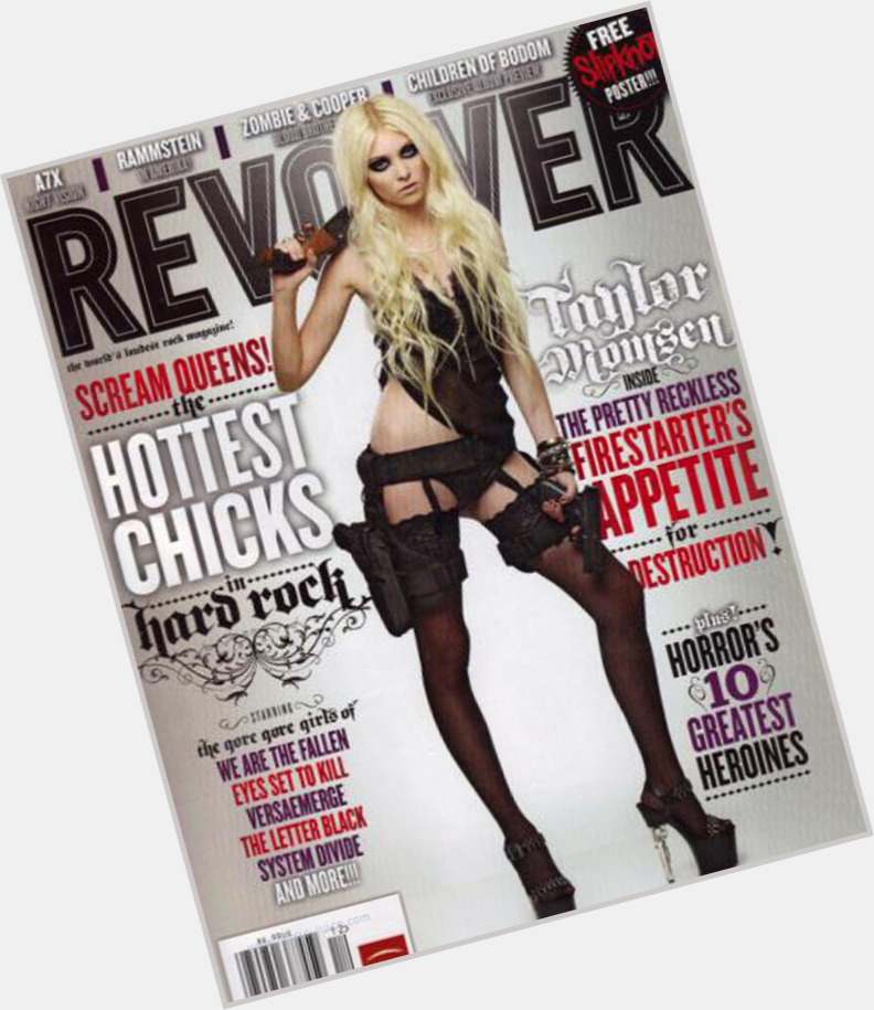 Taylor Momsen full body 3.jpg