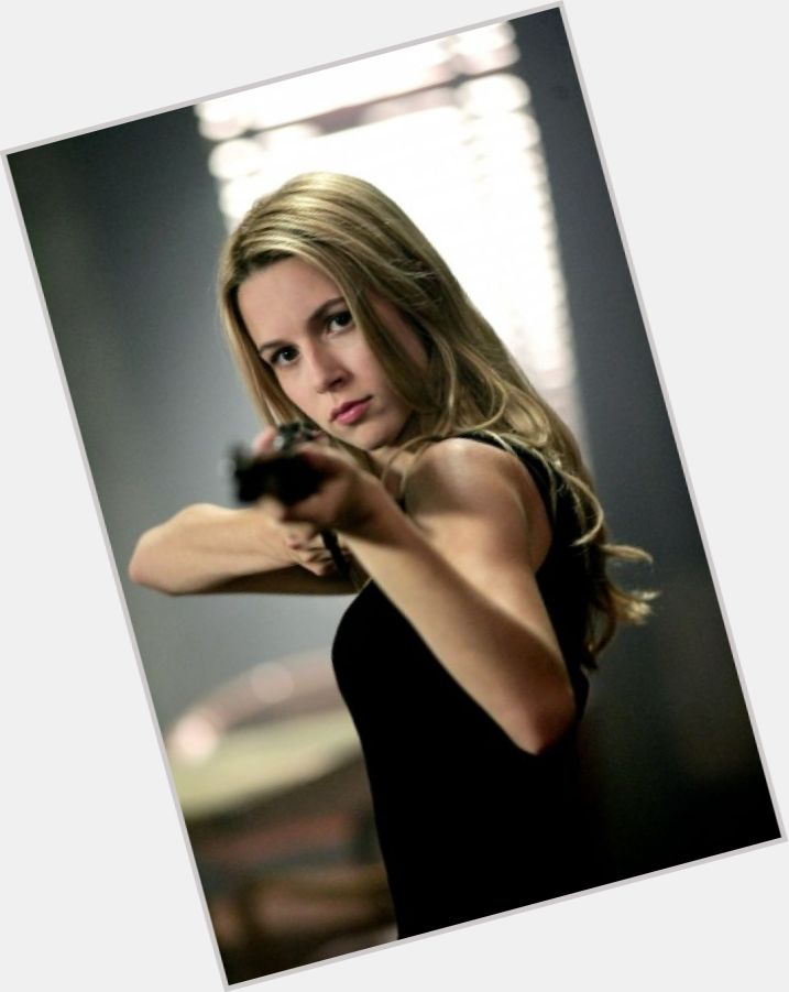alona tal burn notice 6.jpg