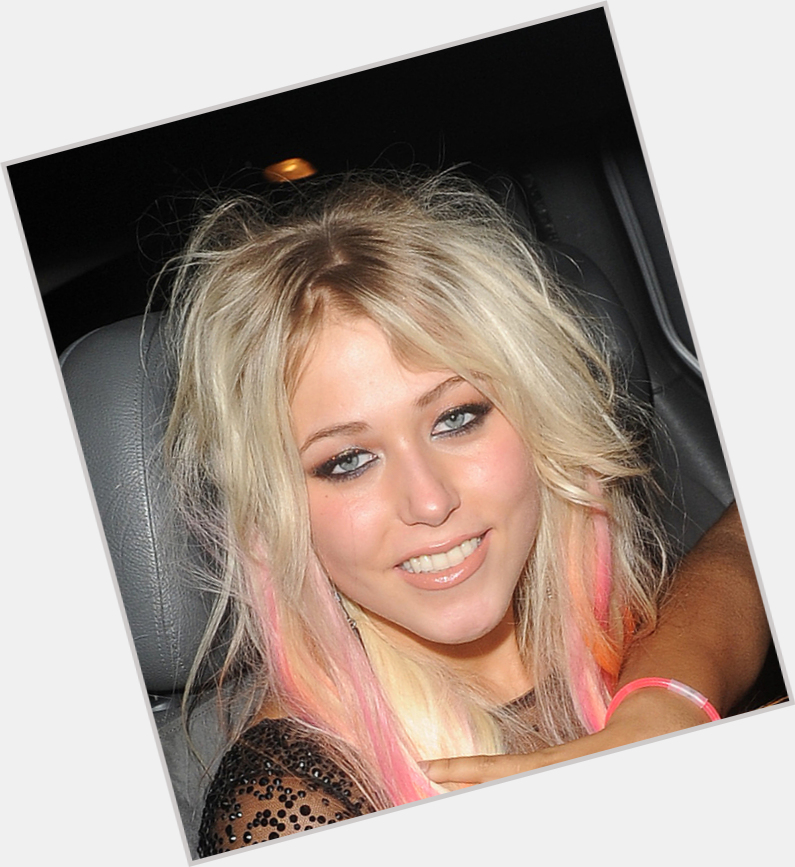 amelia lily and niall horan 0.jpg