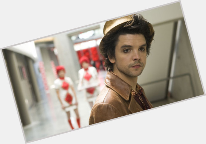 andrew lee potts smile 9.jpg