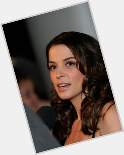 Annabella sciorra dating maxwell 9