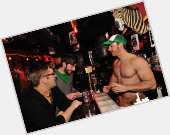 rencontre amicale gay bar à Pontoise