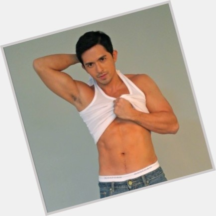 dennis trillo my husband s lover 10.jpg
