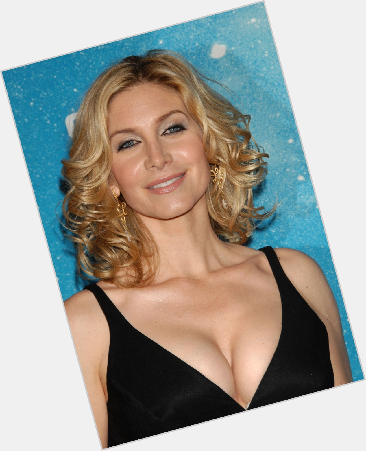 Elizabeth Mitchell: Official Site For Woman Crush