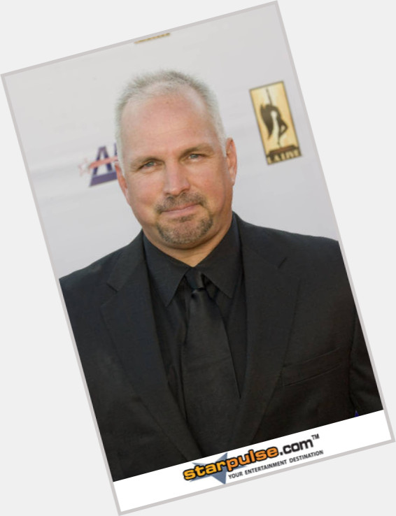 garth brooks new hairstyles 4.jpg