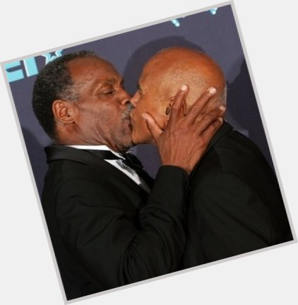 harry belafonte kissing danny glover 5.jpg