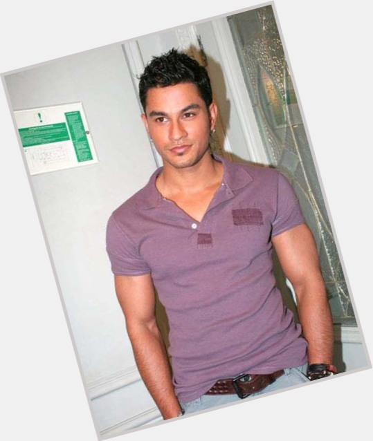 kunal khemu child 1.jpg