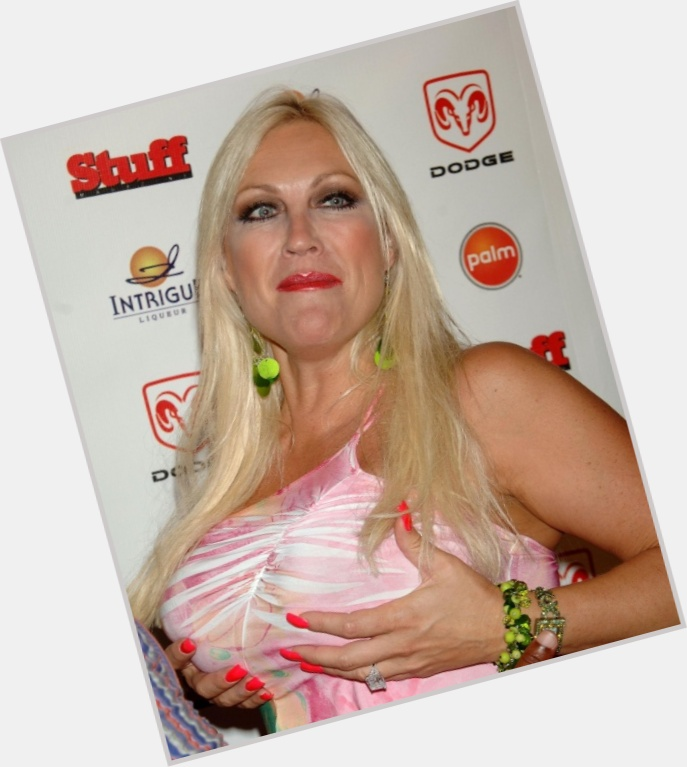 linda hogan new hairstyles 1.jpg