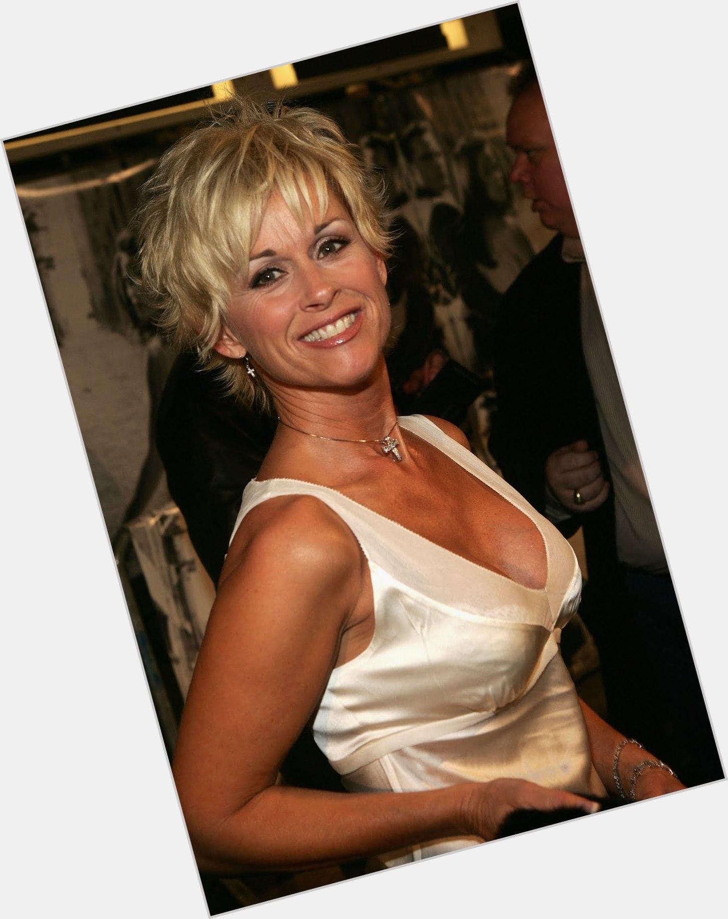 Lorrie Morgan Short Hairstyles For Women