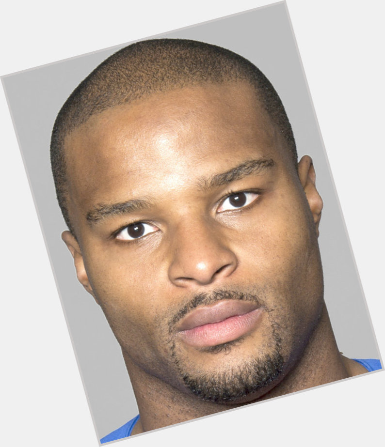 osi umenyiora girlfriend 1.jpg