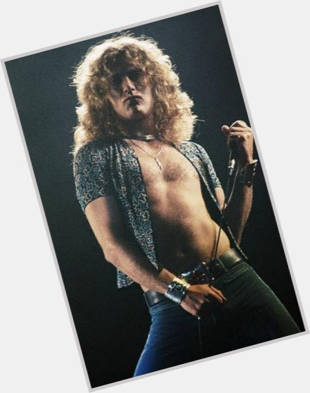 robert plant on stage 3.jpg