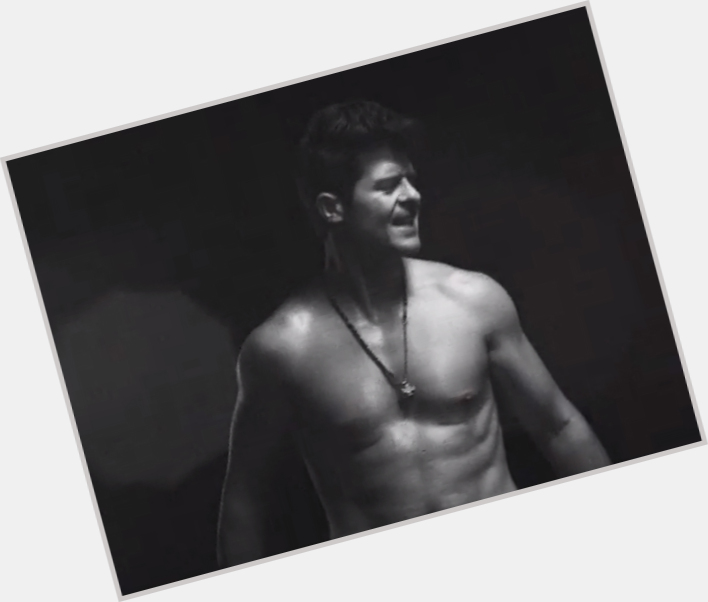 robin thicke body 10.jpg