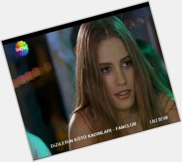 serenay sarikaya new hairstyles 0.jpg
