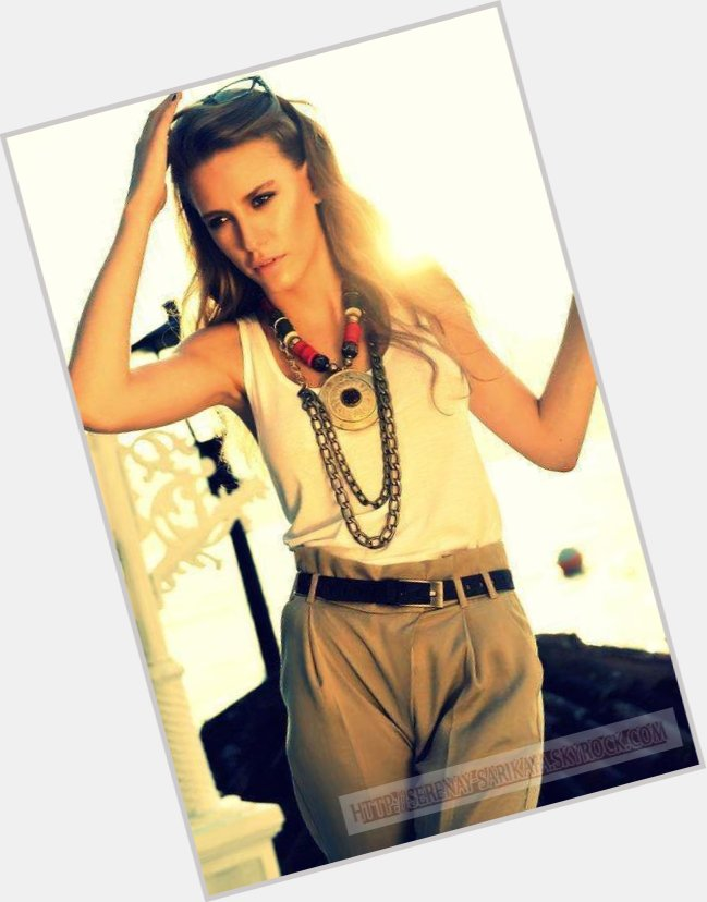 serenay sarikaya new hairstyles 10.jpg