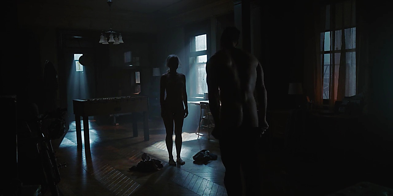 Alan Ritchson sexy shirtless scene December 8, 2018, 2pm