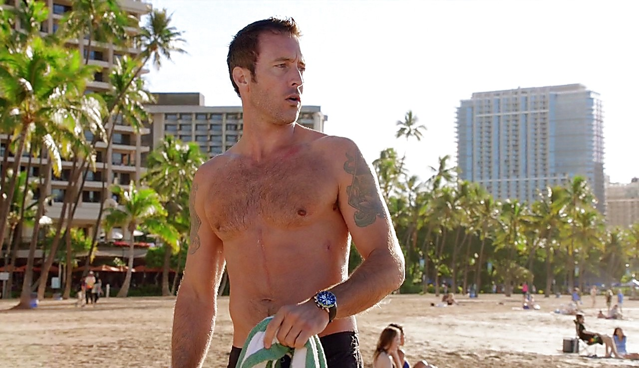 Alex O Loughlin sexy shirtless scene February 13, 2017, 1pm