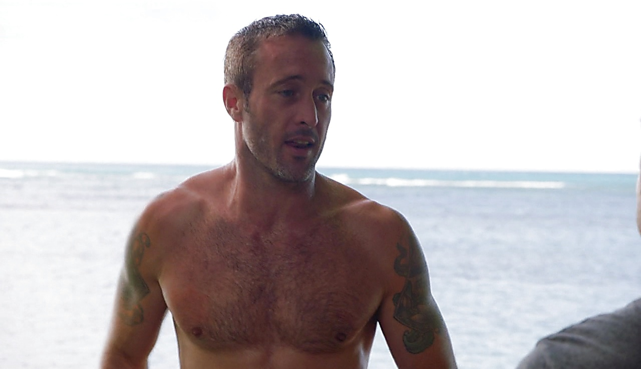 Alex O Loughlin latest sexy shirtless scene November 11, 2017, 1pm